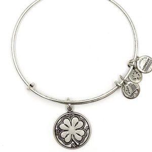 NWOT Alex & Ani 4 leaf clover bracelet